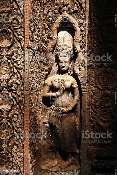 angkor wat asparas cambodia