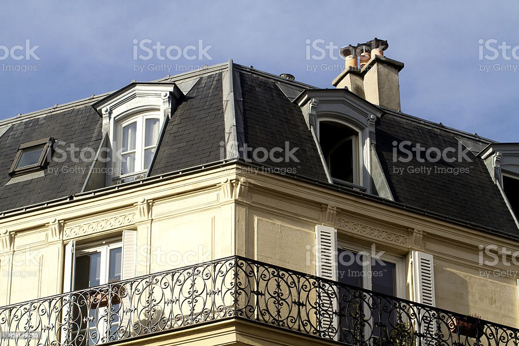 Angle of a building with close-up on the roof - Royalty-free Angle Stock Photo