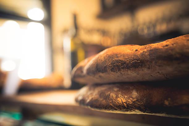 schräge dunklem brot florence - kochen mit oliver stock-fotos und bilder