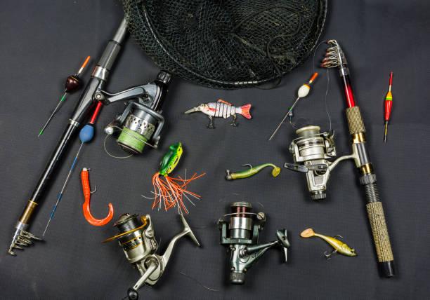Mücadele olta balıkçılığı gölet ve nehirler üzerinde. stok fotoğrafı