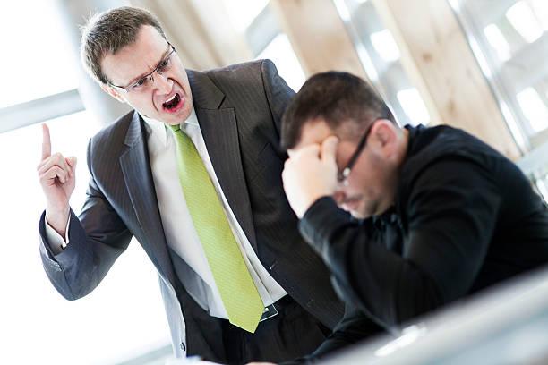 Wütend Geschäftsmann und sein dürfen – Foto