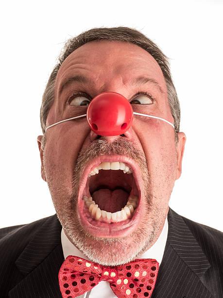 злая клоун в костюме и с криком скосить глаза. - presidential debate стоковые фото и изображения