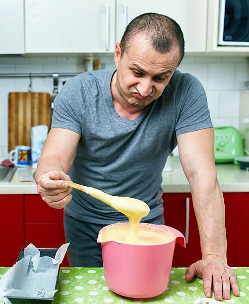 arrabbiato cucinare e baita di ricetta - chef triste foto e immagini stock