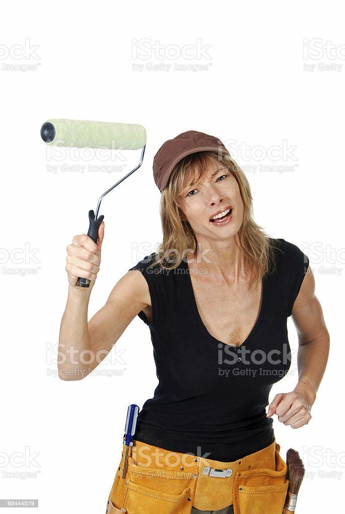 Wütende weibliche Maler winkt eine Farbroller Lizenzfreies stock-foto