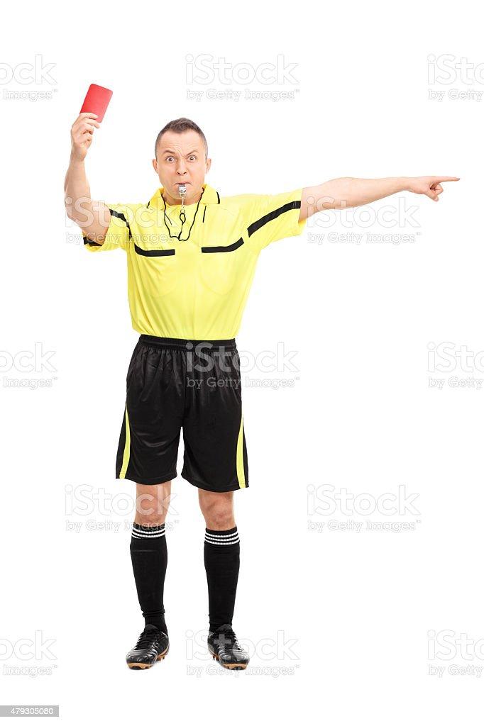 Angry de futebol referee Mostrando o cartão vermelho - foto de acervo