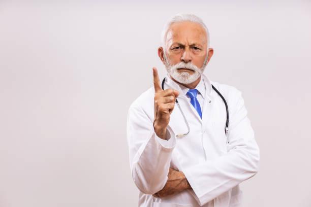 Wütender Oberarzt schimpft – Foto