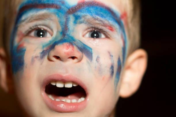 wütend superheld - kleine jungen kostüme stock-fotos und bilder