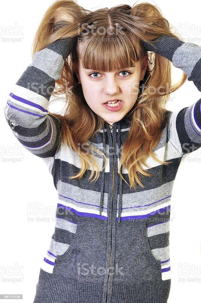 Arrabbiato teen disarranging i capelli foto stock royalty-free