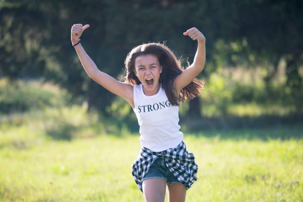 Wütende Teenager-Mädchen. Girl-Power. – Foto