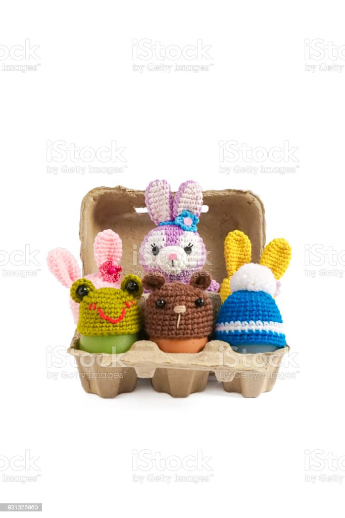 Del huevo de Pascua sombrero animal aislado sobre fondo blanco (Amigurumi) - foto de stock