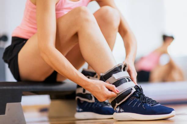 ankle weights - caviglia foto e immagini stock