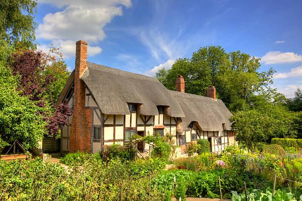 anne hathaway's cottage in shottery, warwickshire, england - kır evi stok fotoğraflar ve resimler