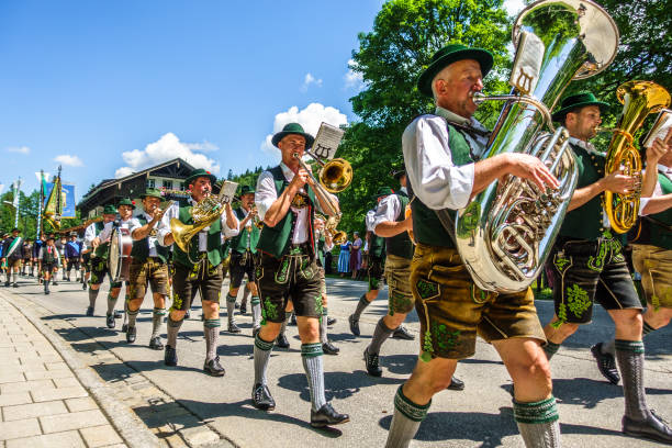 jubiläums-festzug in kreuth - deutschland - bayerische tracht stock-fotos und bilder
