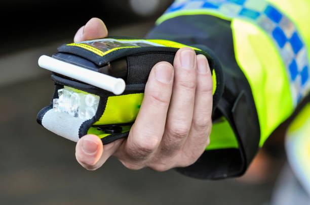 PSNI kündigt neue Befugnisse an, um Fahrer nach dem Zufallsprinzip zu stoppen und Atemalysatertests für Alkohol am Steuer durchzuführen, Nordirland. – Foto