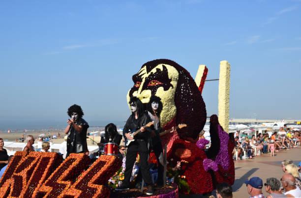 annual summer season end. float flower tournament. - kiss стоковые фото и изображения