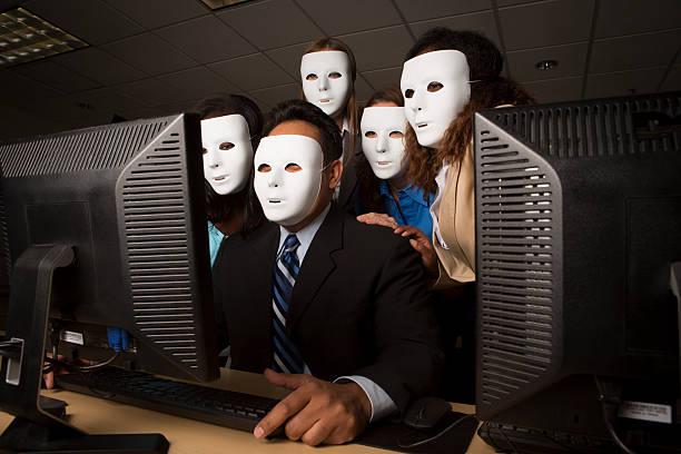 activista anónima de computadoras - anonymous red activista fotografías e imágenes de stock