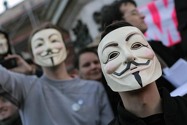 anónimo - anonymous red activista fotografías e imágenes de stock
