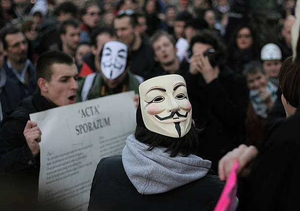 anónimo protesta - anonymous red activista fotografías e imágenes de stock