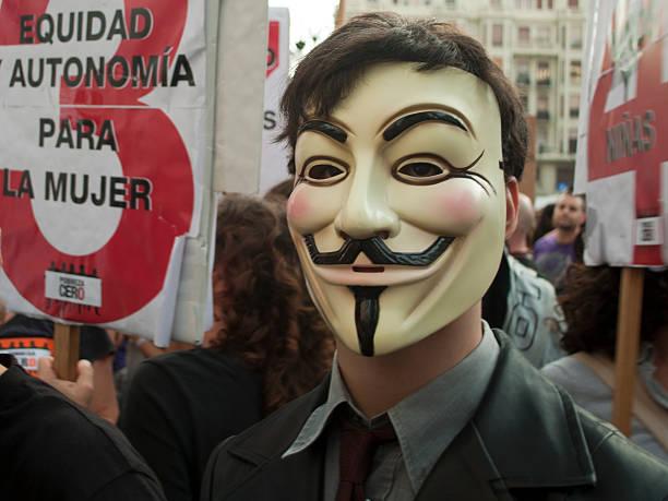 anónimo protester - anonymous red activista fotografías e imágenes de stock