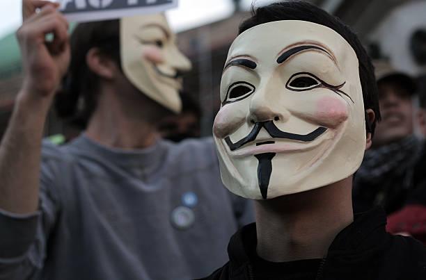 anónimo manifestantes - anonymous red activista fotografías e imágenes de stock
