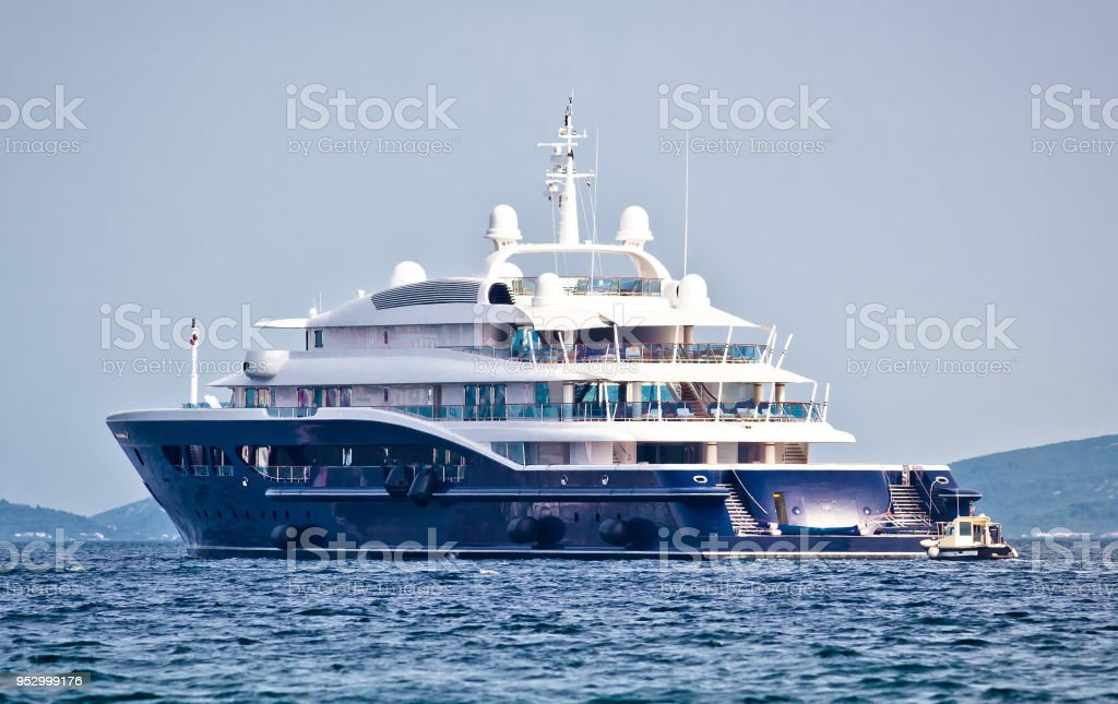 Anonymus luxury mega yacht on open sea, side view - fotografia de stock
