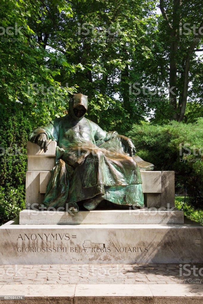 Anonymus statue in public City Park in Budapest, Hungary - fotografia de stock