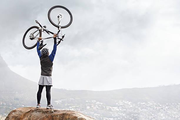 ein mountain rad! - fahrradträger stock-fotos und bilder