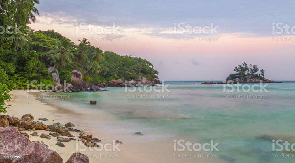 Anse Royale am Sonnenuntergang Sandstrand auf Mahe Seychellen – Foto