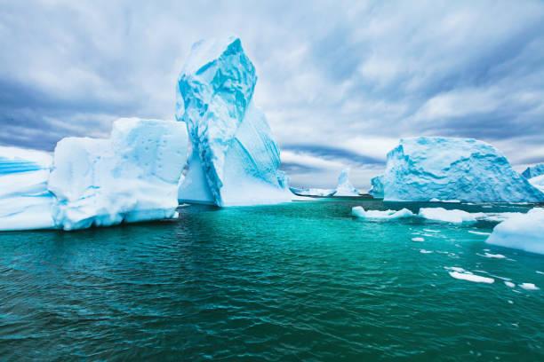 Hermoso paisaje frío Antártida con icebergs, paisajes épicos - foto de stock