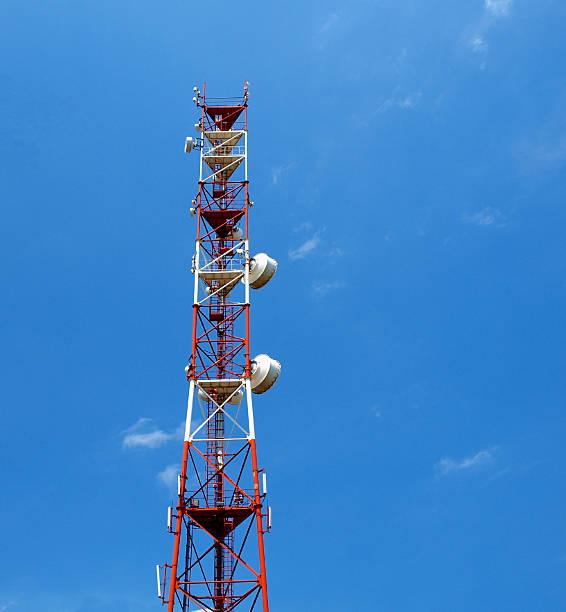 antenna operatore cellulare - emissione radio televisiva foto e immagini stock