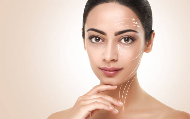 anti-aging-massage linien auf schöne frau gesicht - gesicht make up anleitungen stock-fotos und bilder