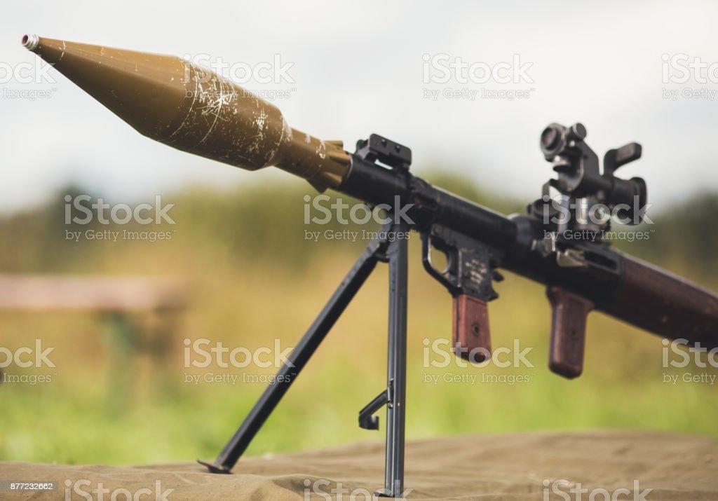 Bazuca arma antiarmor en suelo - foto de stock
