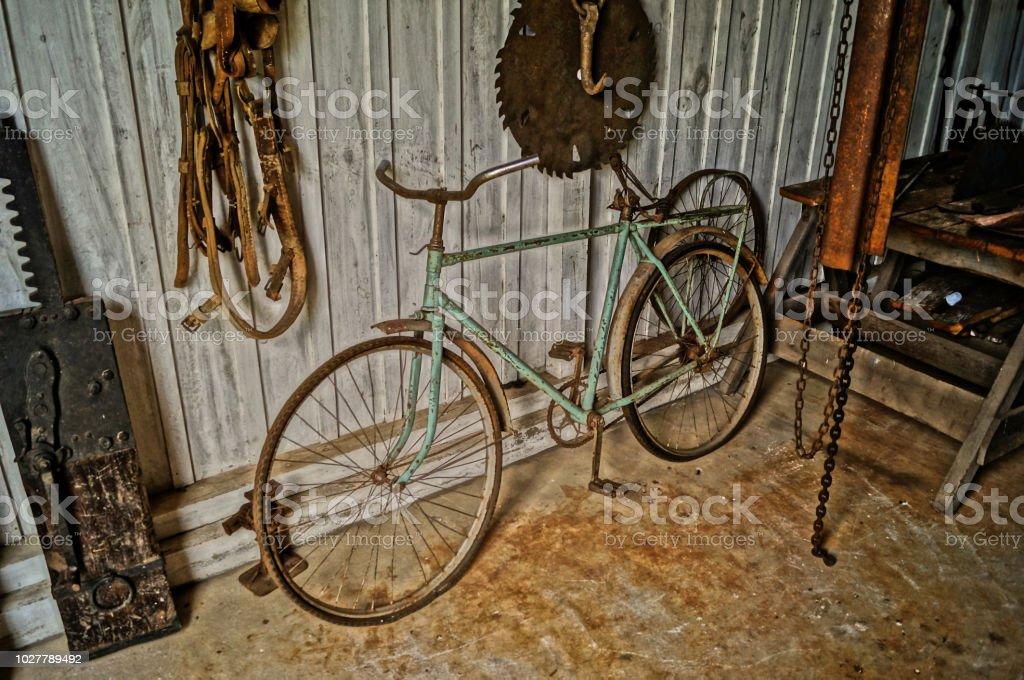 Antiguidade: bicicleta antiga, vintage stock photo
