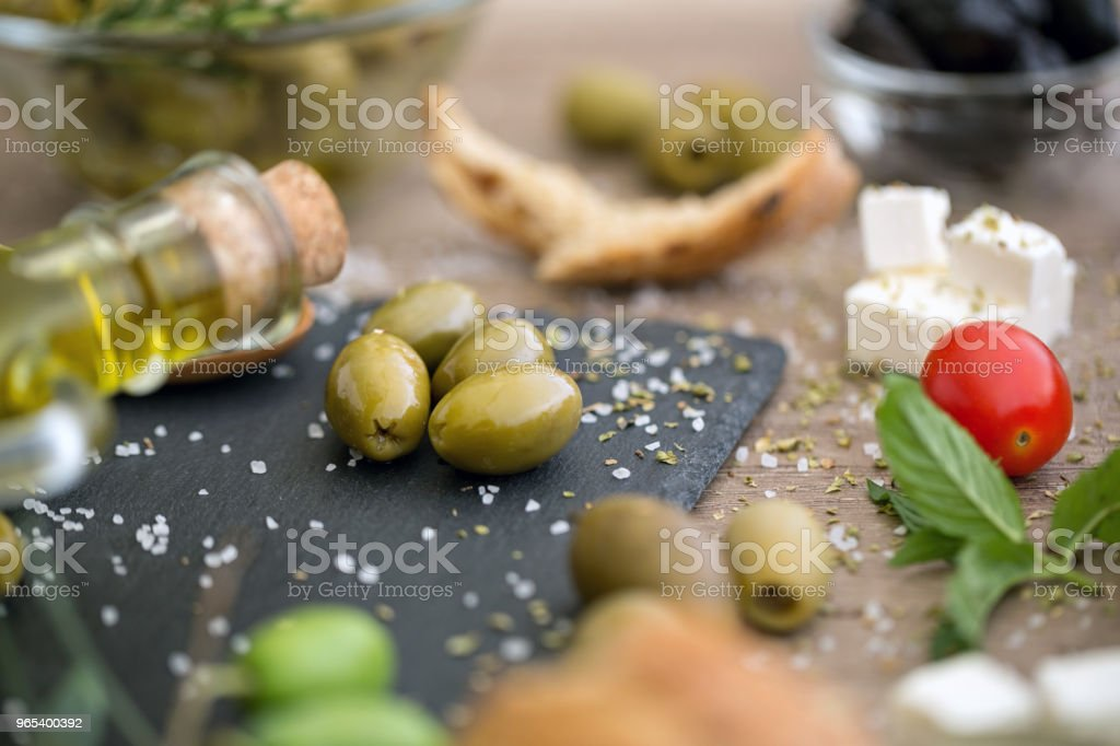 antioxidant healthy green olives in black plate zbiór zdjęć royalty-free