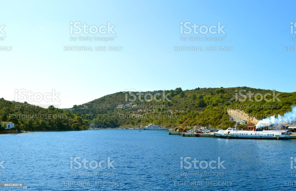 Navios de cruzeiro turístico de Porto de Antipaxos - foto de acervo