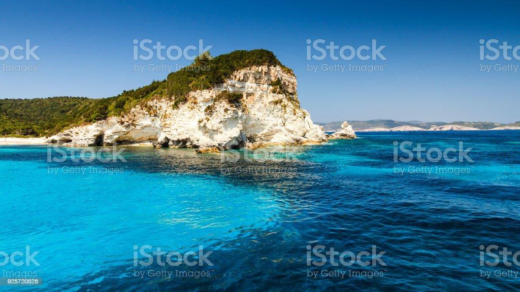 Ilha de Antipaxos nas proximidades de Corfu com Voutoumi beach, Grécia. - foto de acervo