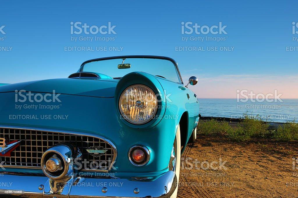 Foto De Antigo Blue Conversivel Ford Thunderbird E Mais Fotos De Stock De 1950 1959 Istock