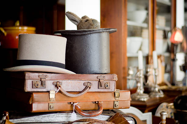 Antique des attachés-cases et chapeaux - Photo
