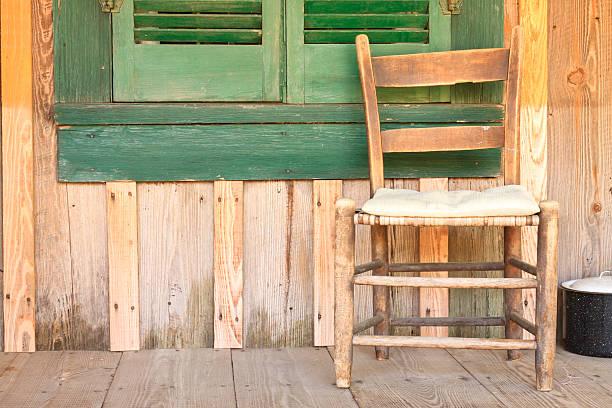 antik stuhl und fenster mit fensterladen - hofladen stock-fotos und bilder