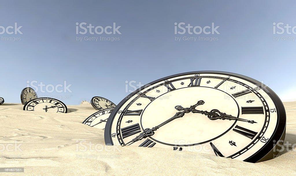 Fotografía De Relojes Antiguos En Desierto De Arena Y Más Banco De