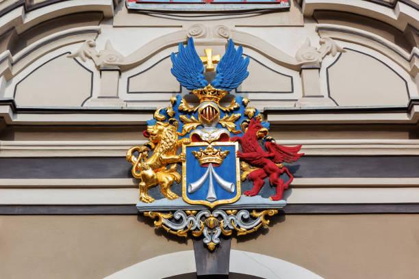 antika crest adlı bir tarihi evi stralsund, almanya - k logo stok fotoğraflar ve resimler