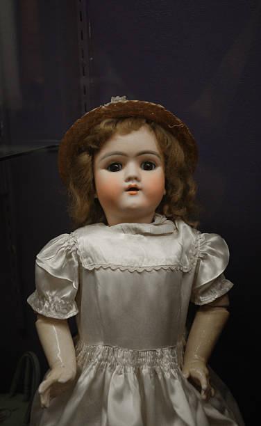 muñeca de antigüedades - muñeca bisque fotografías e imágenes de stock