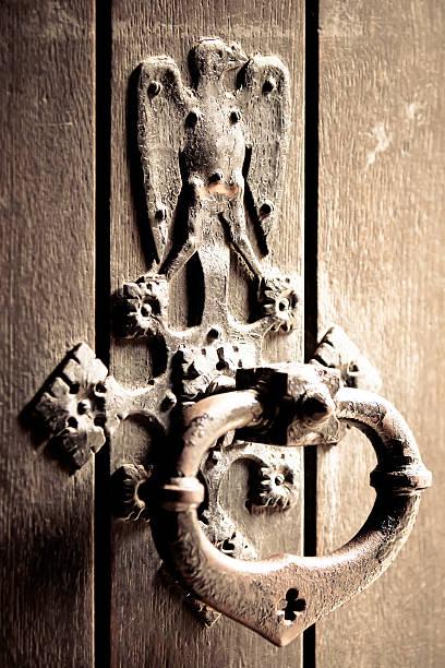 antigo porta bell - going inside eye imagens e fotografias de stock