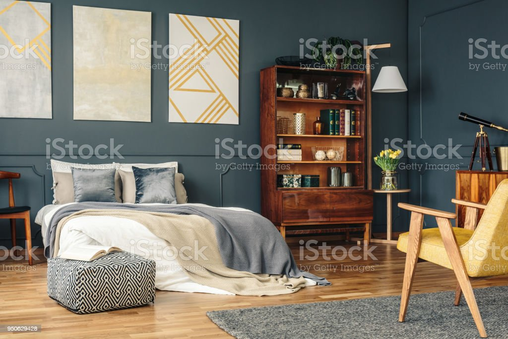 Antike Mobel Im Dunklen Schlafzimmer Stockfoto Und Mehr Bilder Von Antiquitat Istock