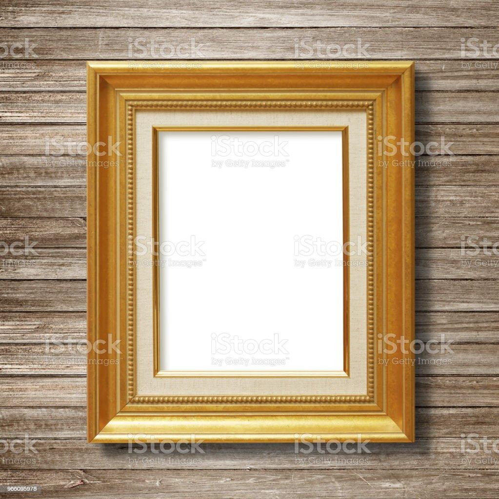 Antik guld ram på trävägg - Royaltyfri Antik Bildbanksbilder