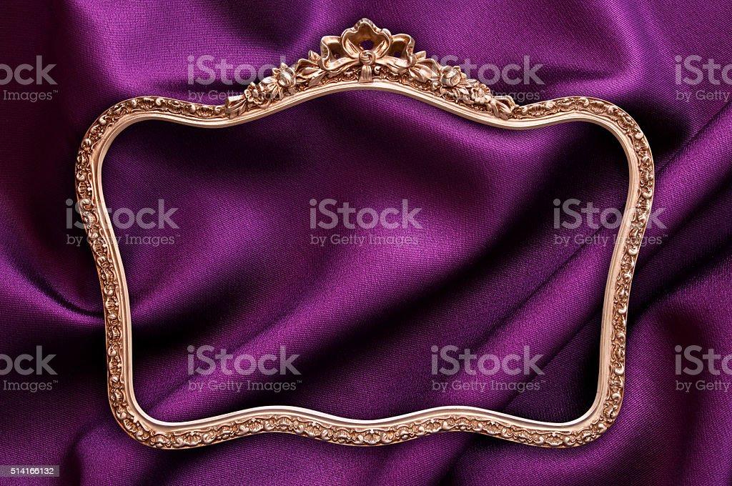 Oro Antiguo Marco De Fotos Púrpura Fondo De Tela - Stock Foto e ...