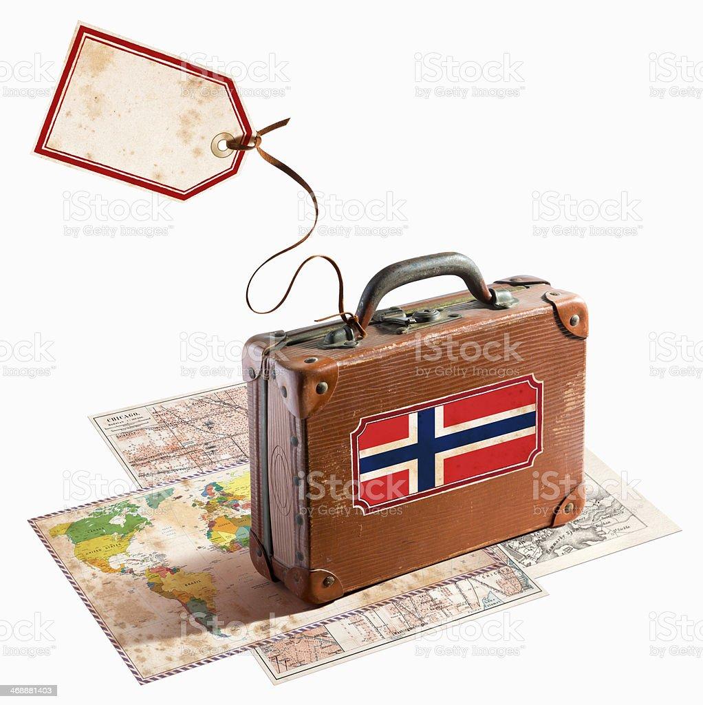 Mala de viagem de couro, antiguidades em diversos mapas bandeira da Noruega - foto de acervo