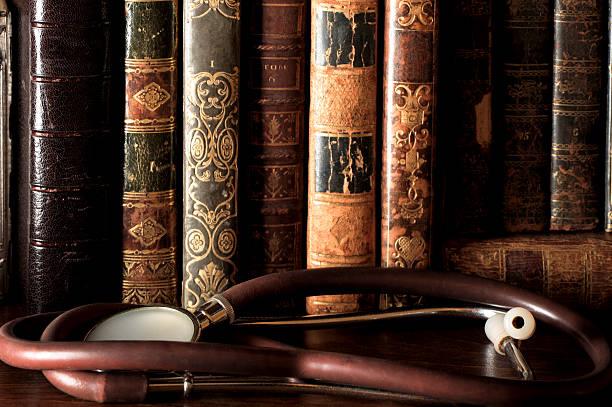 Antique Leatherbound des livres sur une étagère - Photo