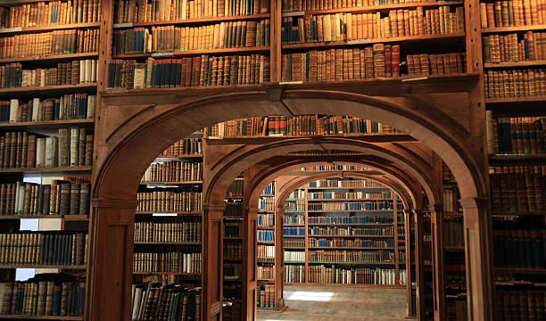 biblioteca de antigüedades - biblioteca fotografías e imágenes de stock