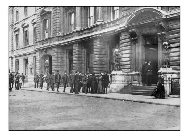 Antique londons photographs metropolitan policemen going on duty picture id647669932?b=1&k=6&m=647669932&s=612x612&w=0&h=kff7ue8dwmbhlzddjqzjjjbsm4ya4t8vo5nx6em4f e=